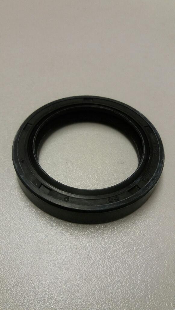 Nissan Sunny front camshaft oil seal